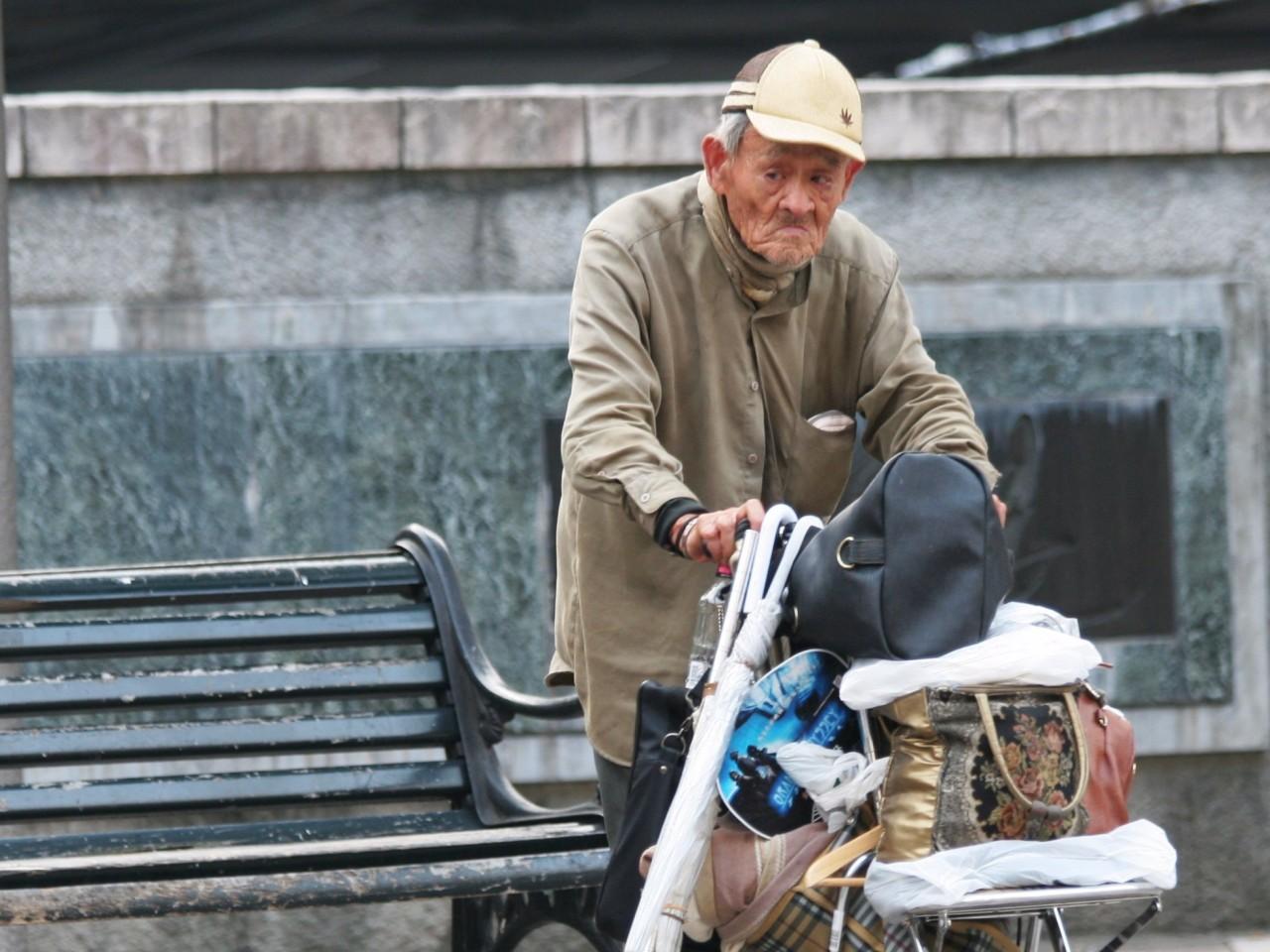 Есть древний обычай избавления от стариков! Их просто отводят в горы и оставляют на голодную смерть...