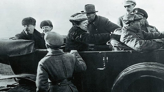 Ленин, Крупская и сестра Ленина - Мария Ульянова в автомобиле «Рено – 40 CV».
