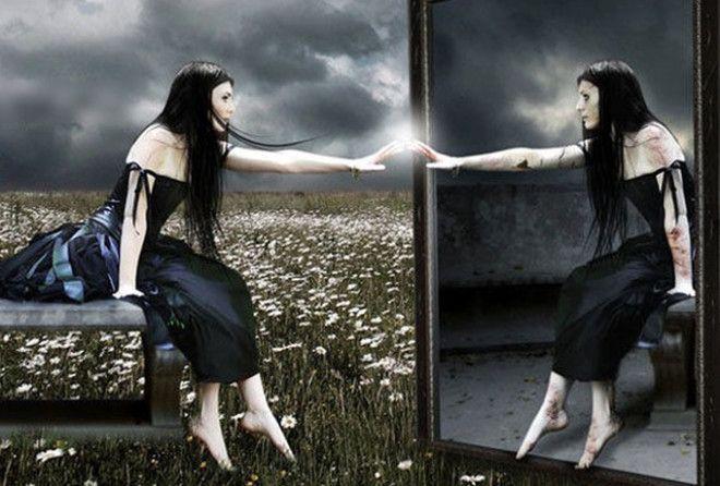 Чем опасно зеркало в спальне