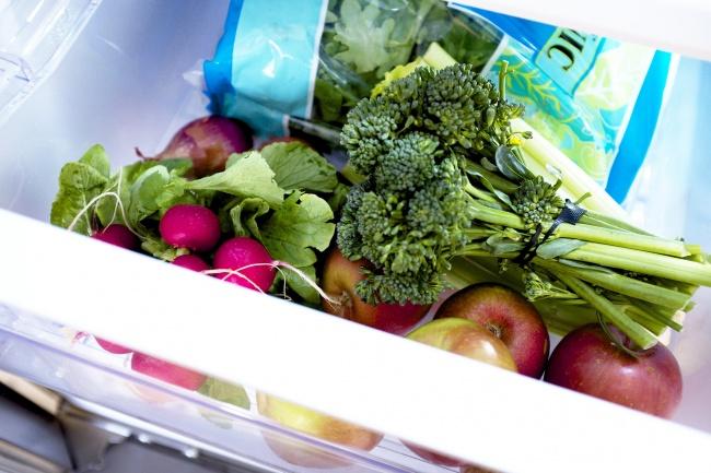 Овощи и фрукты кладем в теплую зону холодильника