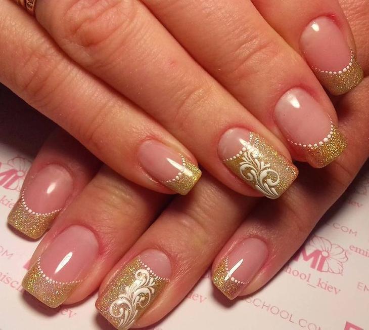 Дизайн золотых ногтей