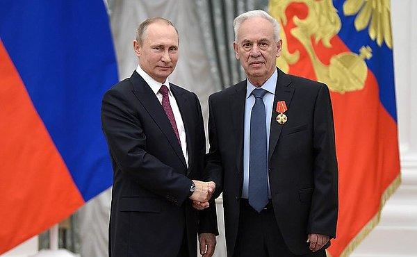 Главный конструктор фронтового бомбардировщика Су-34 Роллан Мартиросов награжден Орденом Александра Невского