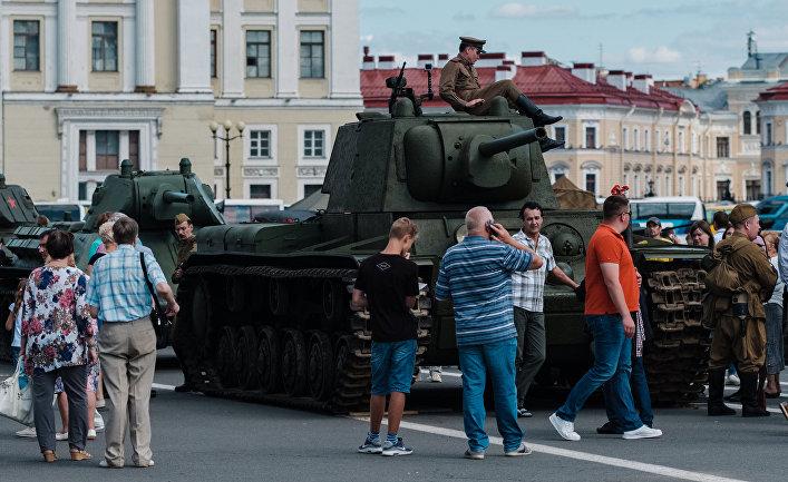 Как один очень большой танк не дал Гитлеру захватить Москву. Себастьен Роблин