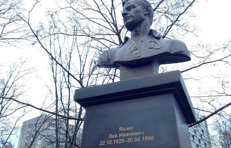 На памятнике Льву Яшину выгравировали неверную дату смерти
