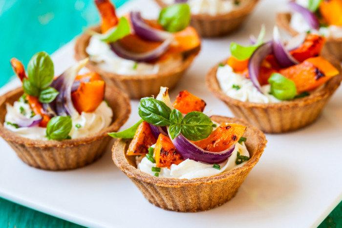 ТОП-5 Новогодних салатов в корзинках