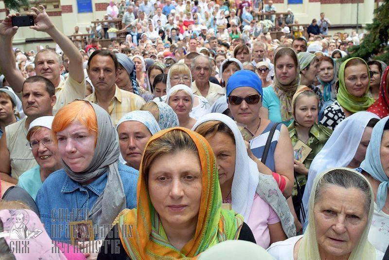 Украинские националисты - разбойники с большой дороги вредили Украине во время войны и сейчас путаются под ногами...