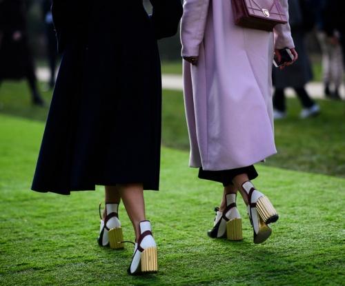 уличная мода Парижа - обувь на толстом рифленом каблуке