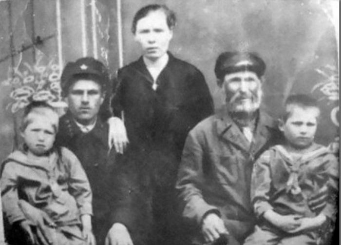 Кузьмич с семьёй.