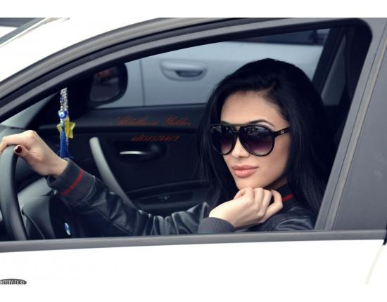 картинки на аву девушки за рулем