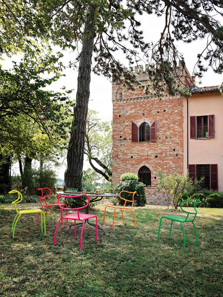 Современный особняк в Италии, окруженный виноградниками