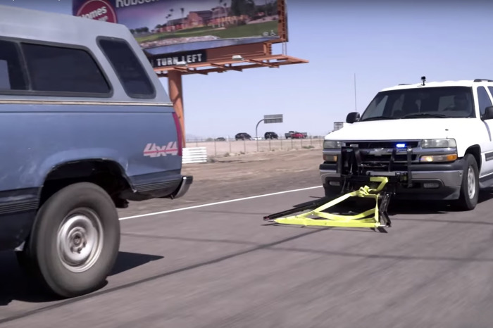 Автомобили: Уникальный бампер-капкан, спомощью которого полицейские смогут догнать и остановить любой автомобиль