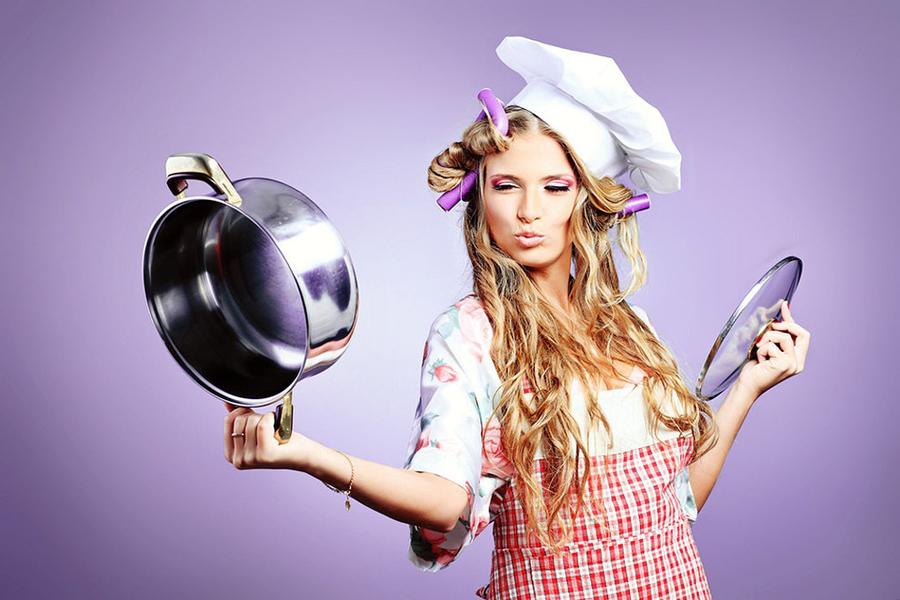 Жена со сковородкой без половых признаков