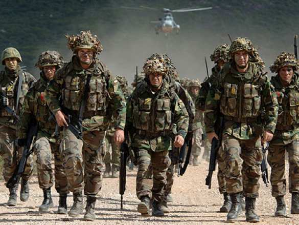СМИ: Великобритания перебросит в Эстонию 800 военных