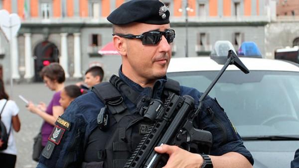 В Италии мужчина взял в зало…