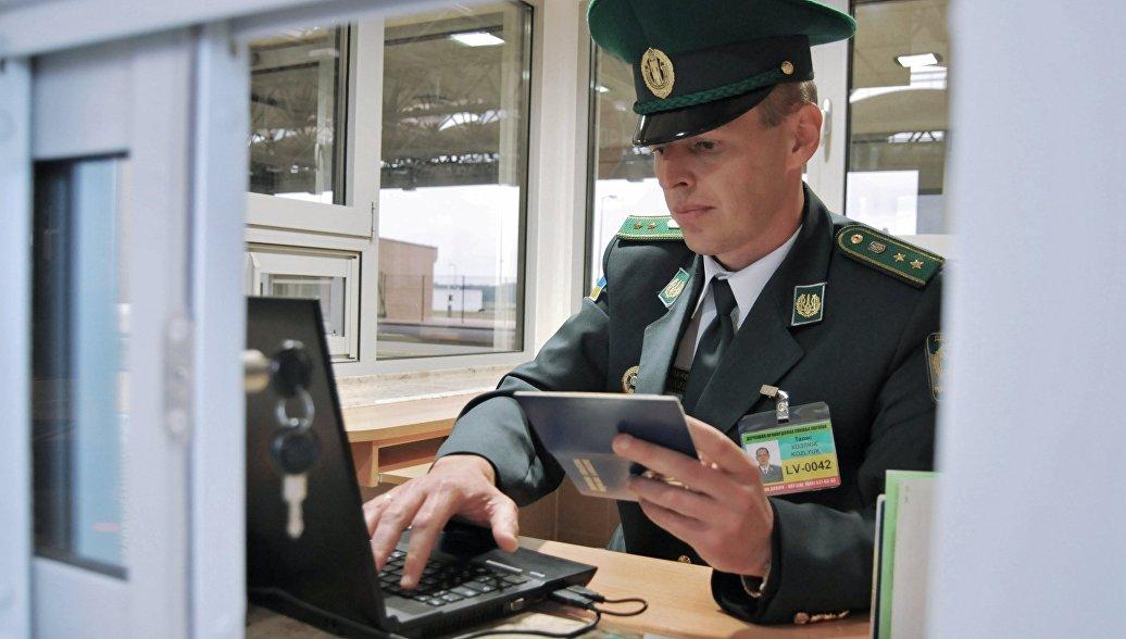 Унизительные проверки россиян на границе осложнят отношения Киева с Москвой — мнение