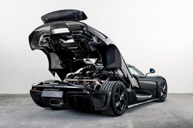 Голый карбон: Koenigsegg вып…
