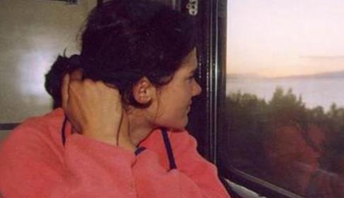 Аня невольно положила голову ему на плечо, ей сейчас нужен был кто-то, кто мог помочь забыть все...