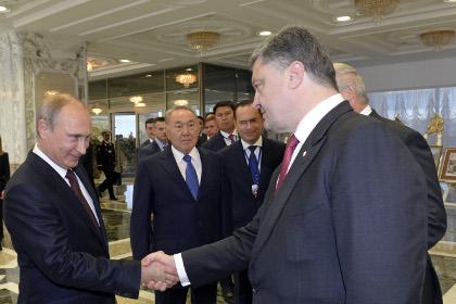 Путин душит Украину миром