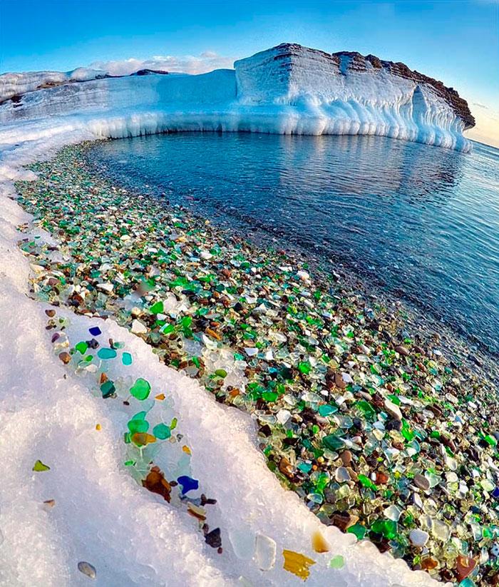 Стеклянный пляж: как море пр…