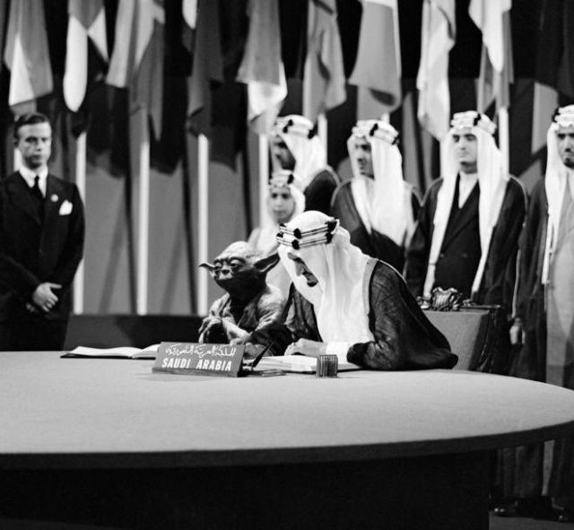 В учебники Саудовской Аравии попало фото короля в компании магистра Йоды из «Звёздных войн»