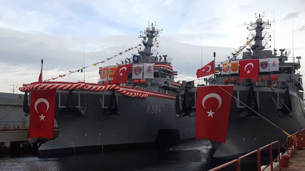 Турция ввела в строй два спасательных судна подводных лодок
