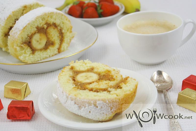 Бисквитный рулет со сгущенкой и бананом