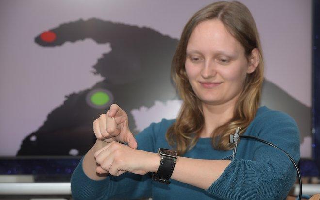 Разработан интерфейс для умных часов без необходимости тыкать пальцем в экран