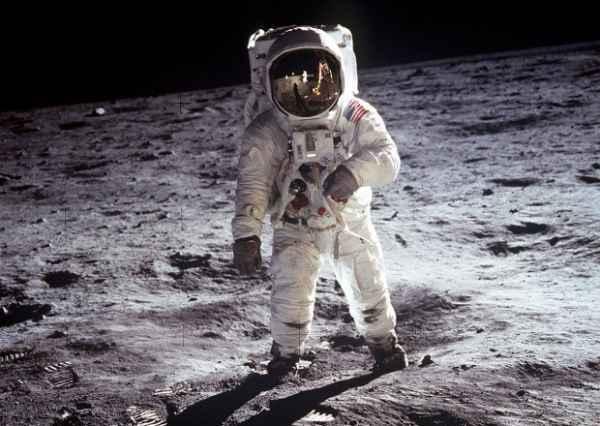 Взорвать Луну: зачем США хотели это сделать