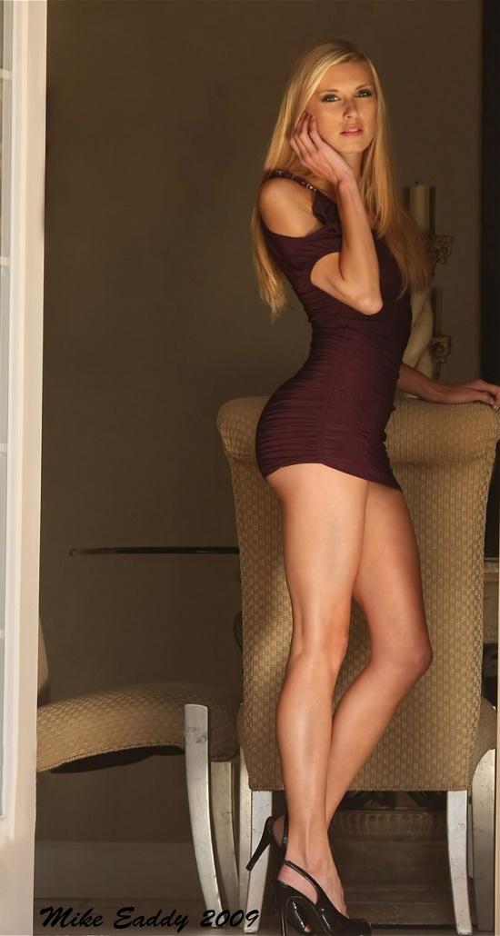 проститутка в обтягивающем платье видео онлайн