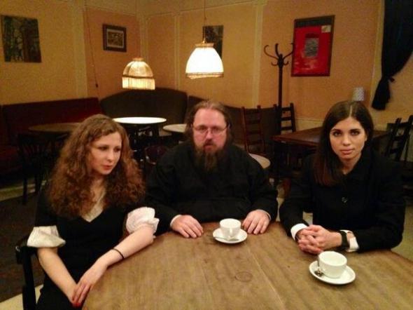 Кураев встретился c амнистированными участницами Pussy Riot