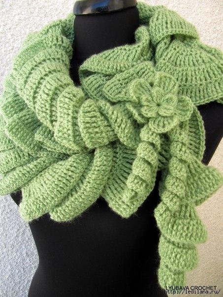 Спиральный шарф — стильно и быстро