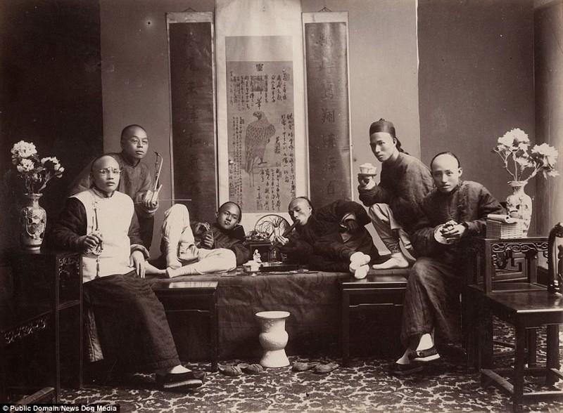 Мужчины за курением опиума, 1880 год Цин, китай, фотография, эпоха