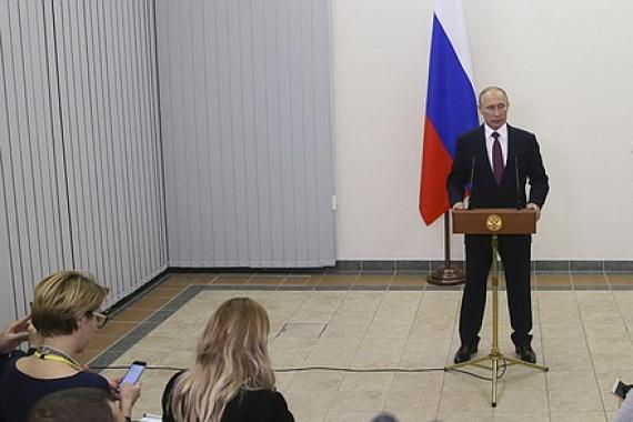 В Киеве судорожно сглатывают: Путин впервые официально заявил о республиках на Донбассе