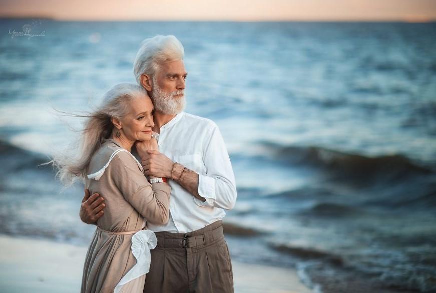 красивая пожилая пара