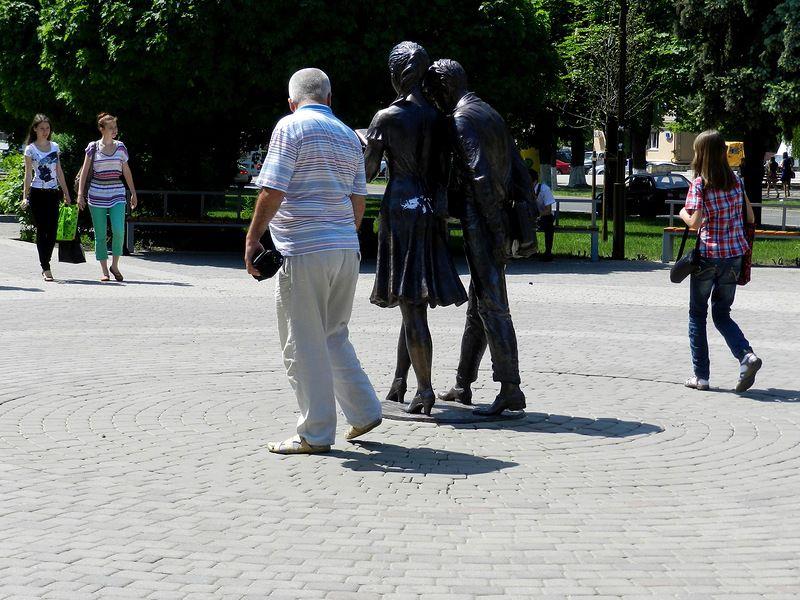 Памятник Шурику и Лидочке  ссср, краснодар, кино, операция ы, шурик, лидочка