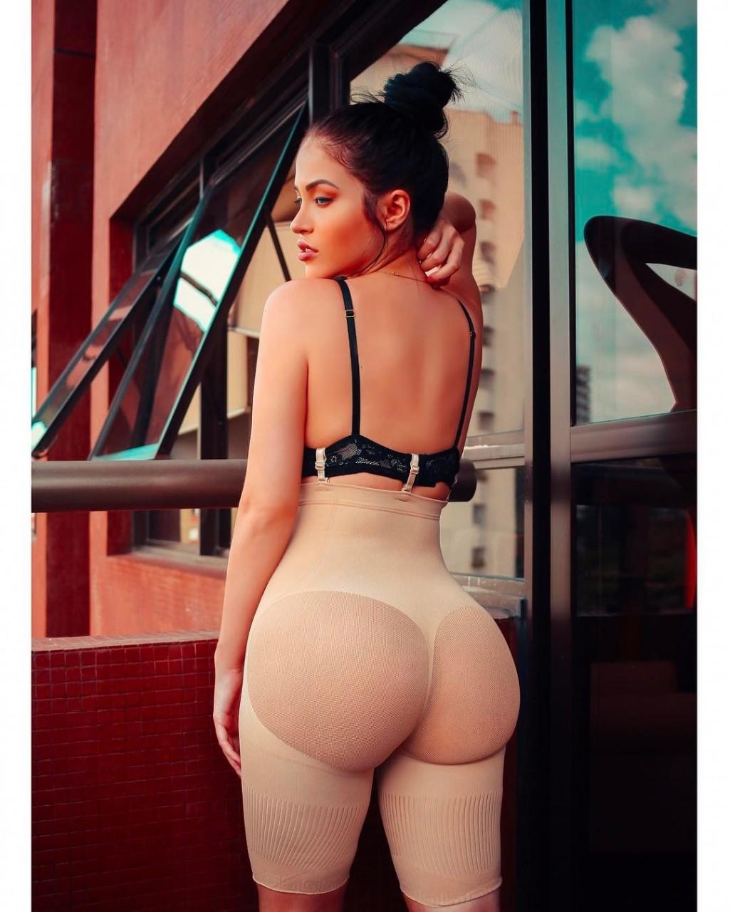 Claudia Allende: clone Megan Fox from Instagram