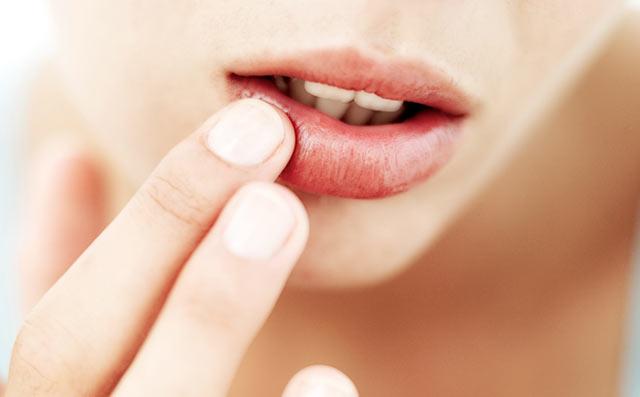 Читай по губам. 7 предупреждающих сигналов о проблемах со здоровьем