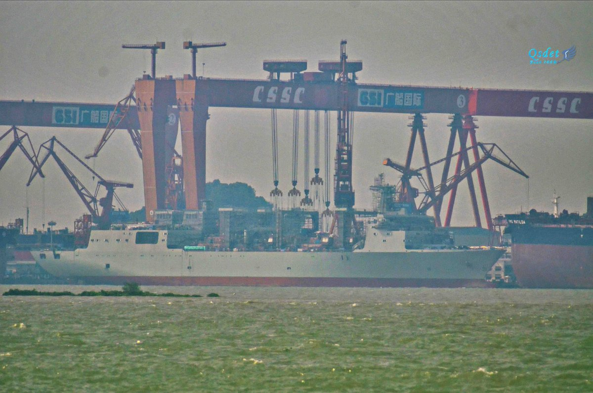 В Китае спущен на воду второй океанский корабль комплексного снабжения проекта 901