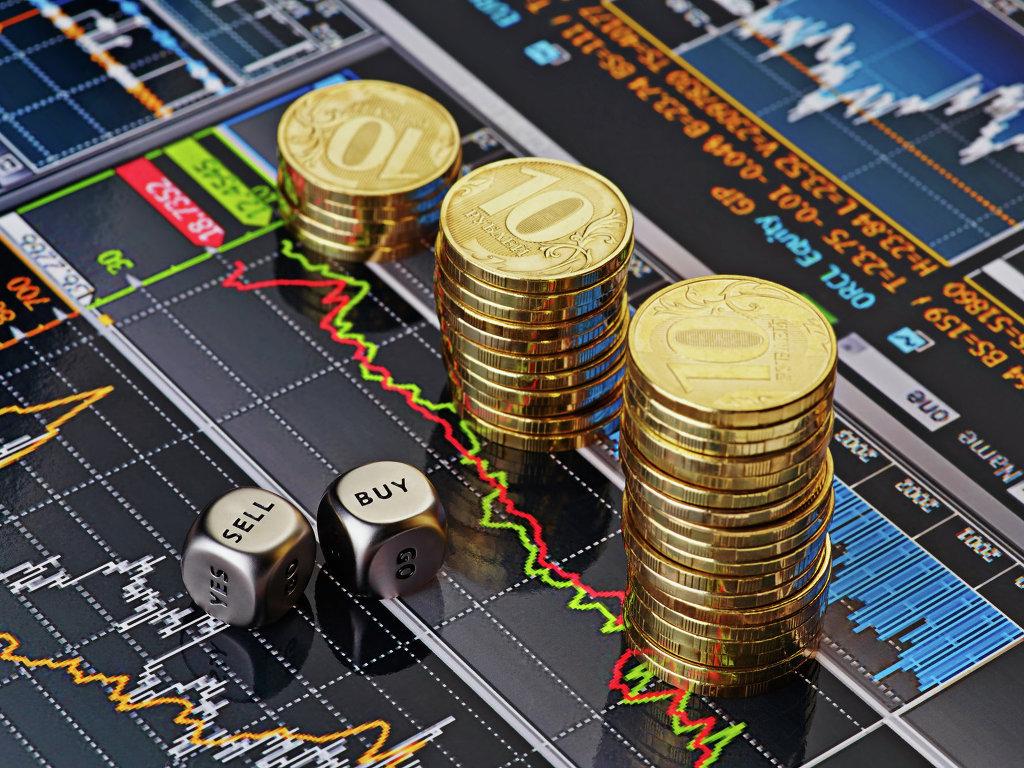 Рубль начал укрепление на фоне сокращения объема покупок валюты Минфином вдвое