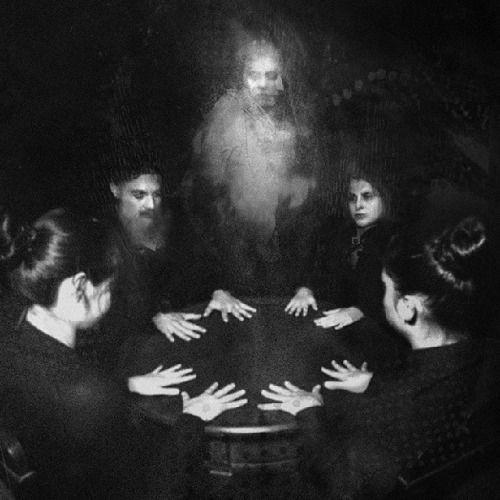 Пугающие фото со спиритических сеансов прошлого