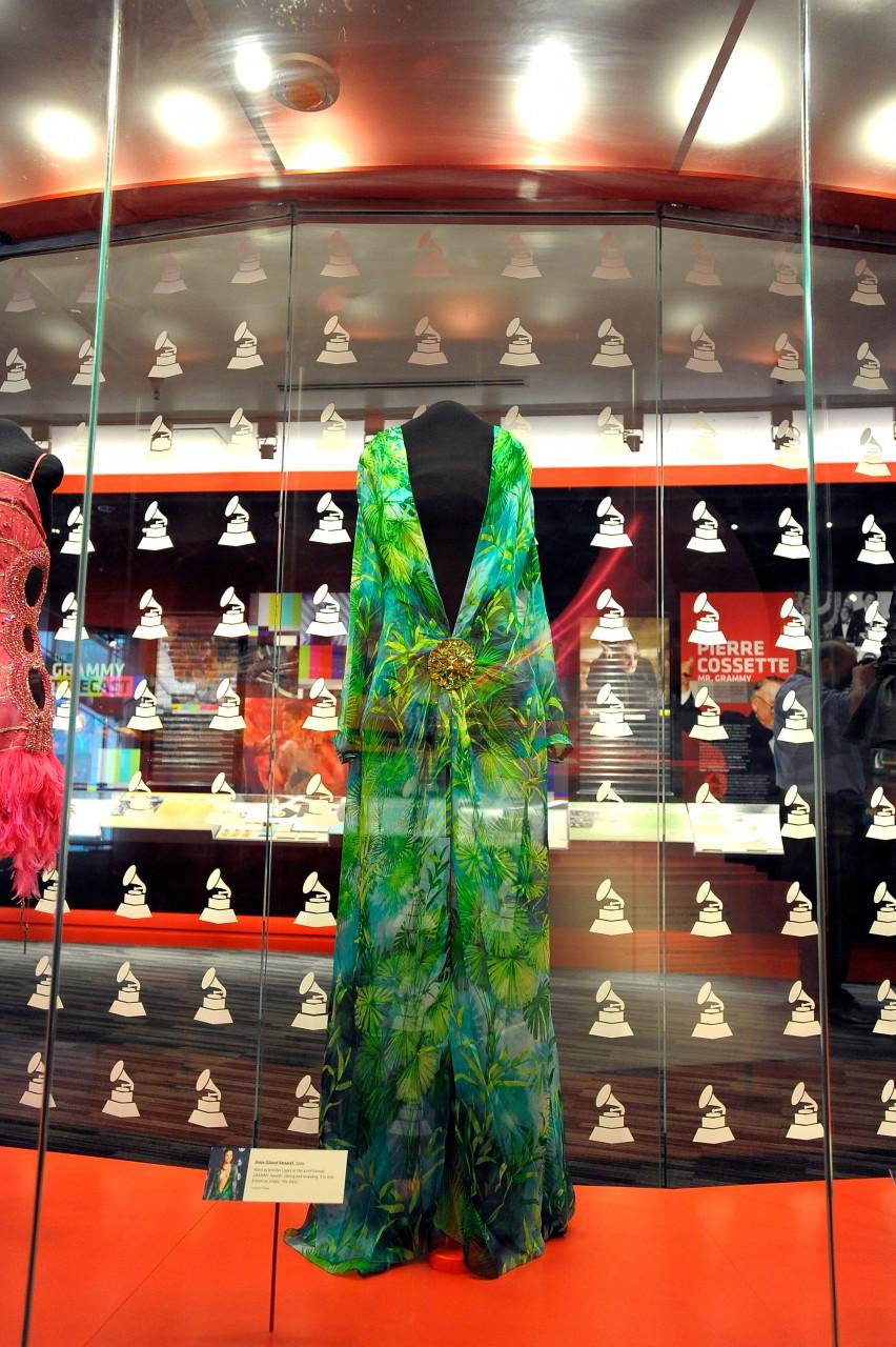 После бала: что обычно происходит с платьями, в которых знаменитости блистают на ковровых дорожках