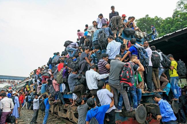 Как жители Бангладеш ездят на работу