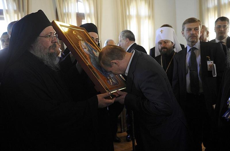 Поездка Владимира Путина на Святую гору Афон - очевидно, она необходима была перед решительным боем....