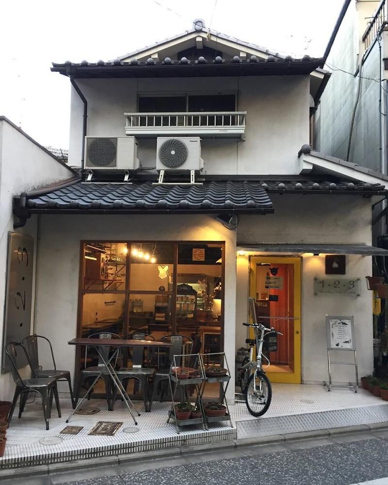 Кофейня с кексами и магазин свадебных платьев архитектура, дома, здания, киото, маленькие здания, местный колорит, фото, япония