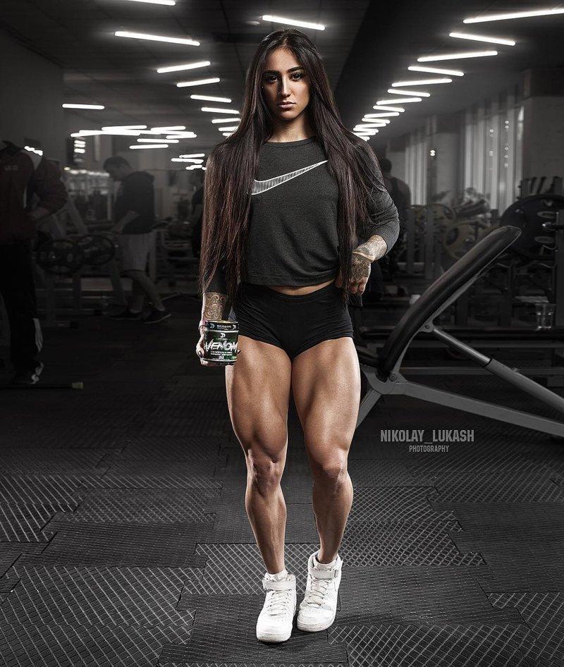 Девушка решила изменить ситуацию и записалась в тренажёрный зал, и когда на её теле начали появляться мышцы, уже ничего не могло её остановить Бахар Набиева, в мире, качок, люди, ноги, спорт, тело, фигура