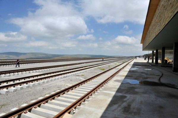 ВГрузии задержали троих закражу рельсов железной дороги БТК