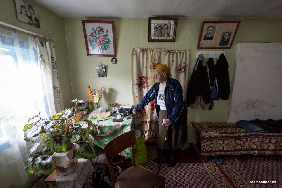 Пенсионерка более 45-ти лет живет одна в глухом лесу без воды, света, газа и телефона