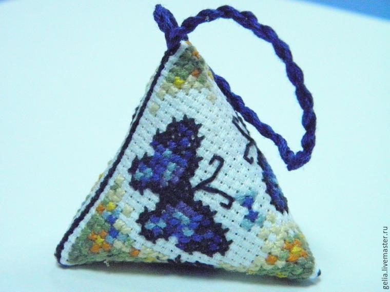 Берлинго, или Симпатичная пирамидка с вышивкой крестом своими руками