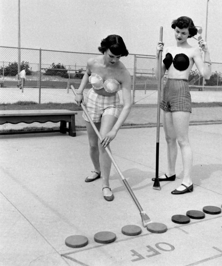 6. Игра в шаффлборд, 1949 год, США женщины из прошлого, история, фото