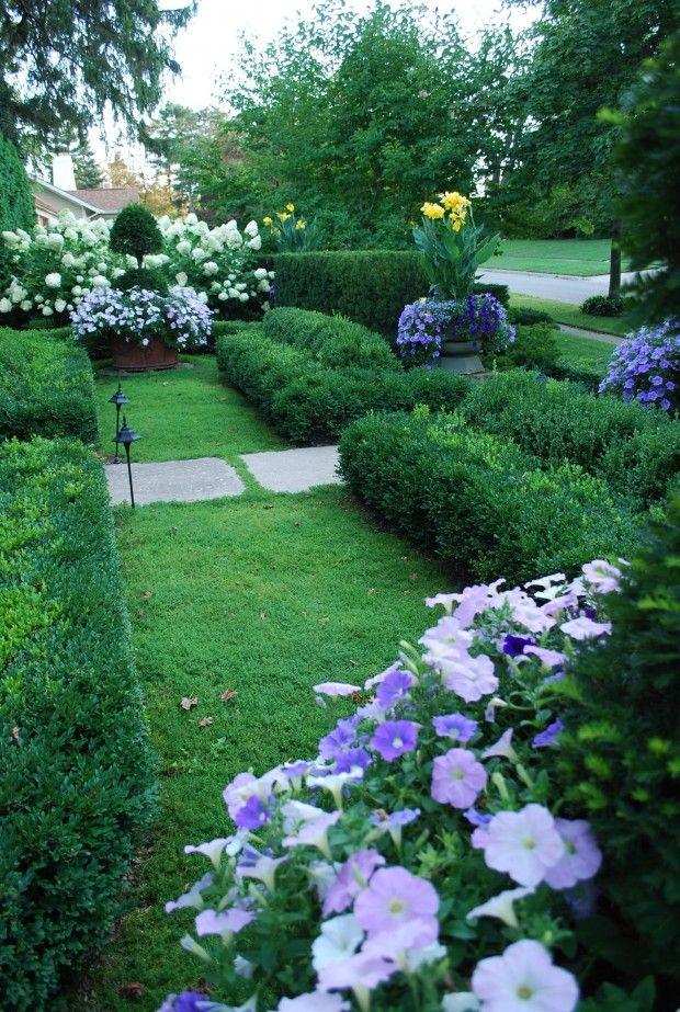 Красивая живая изгородь. Лан…